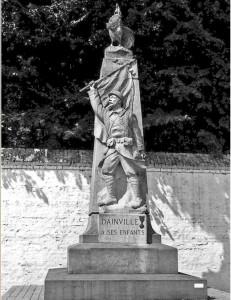monument aux morts patriotique de dainville dans le Pas de Calaisde